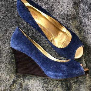 LILLY PULITZER BLUE SUEDE PEEP TOE WEDGES 9